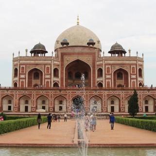 Jour 1 : New Delhi ➡️ bataille avec les chauffeurs de tuktuk (we win 💪) ➡️ tombeau qui a inspiré le Taj Mail 🕌🇮🇳