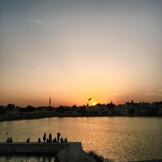 Jour 7 : 🚂 Jaipur ➡️ Pushkar et coucher de soleil sur le lac