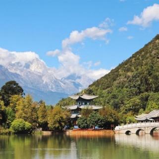 Jour 34 : Lijiang, la vieille ville, le lac, la montagne et LE SOLEIL ☀️