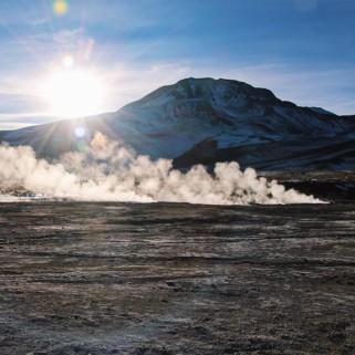 Jour 283 : Debout à 4h du mat', 7 couches de vêtements, 3 paires de chaussettes et on est prêts pour le lever de soleil sur les geysers d'El Tatio 💨